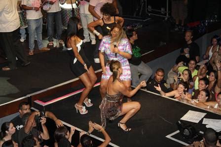 Ariadna dançou no palco ao lado de Preta Gil, Lia Khey e Sheron Menezzes