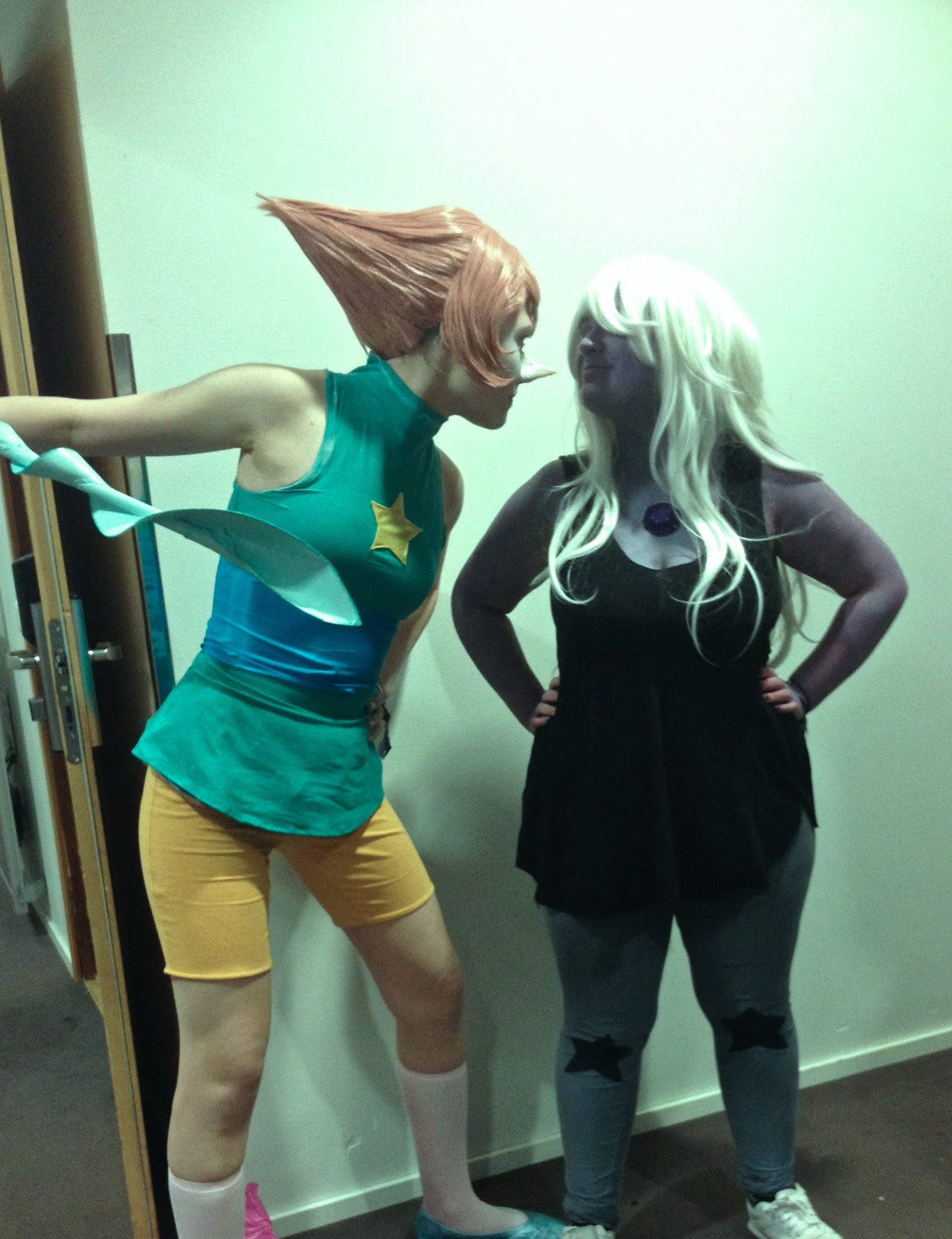 STEVEN UNIVERSE GROUP COSPLAY AT YUKICON 2016 - FINLAND - Photo set 2Pearl - ME (Day one: I had body paint with the cosplay, Day two: no body paint but a nose made of nose wax with the cosplay....