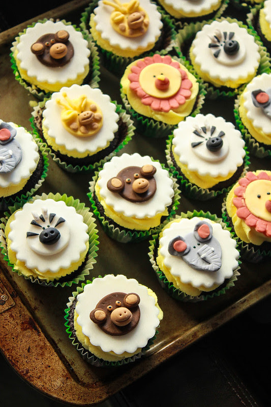 Safari themed cupcakes