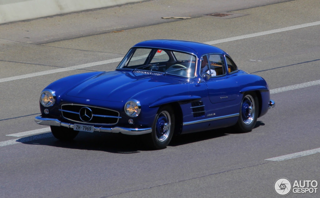 Mercedes 300 SL Gullwing Spotted in Blue