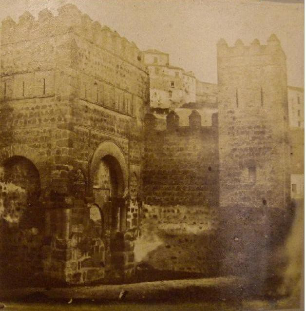 Puerta Vieja de Bisagra en 1857. Fotografía de Eugène Sevaistre