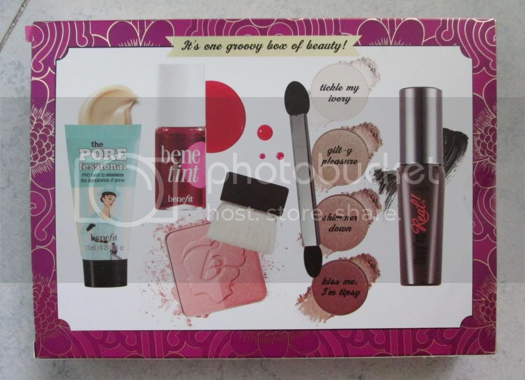 photo BenefitGroovyKindALoveMakeupKit02.jpg