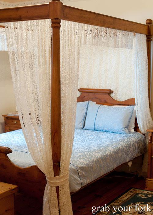 Canopy bed at Seaview Lodge, Kangaroo Island