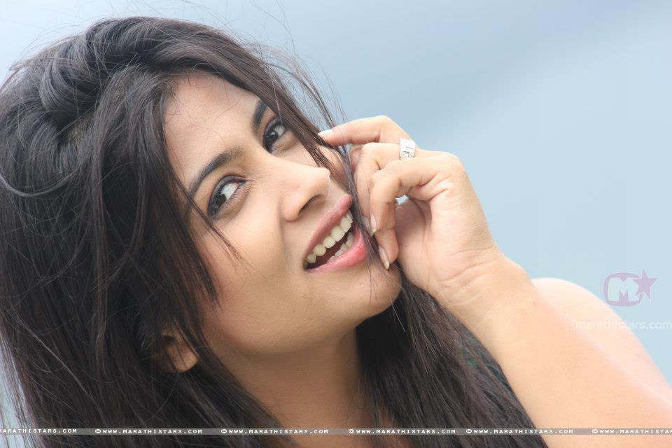 http://marathistars.com/wp-content/uploads/2012/10/Ruchita-Jadhav-Hot-Marathi-Actress.jpg