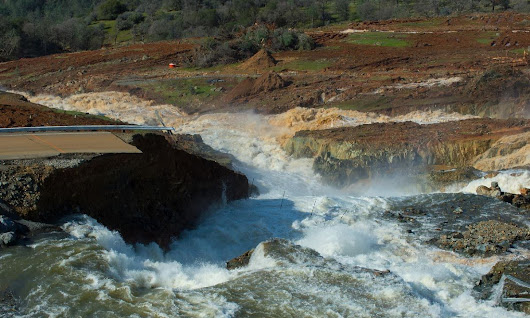 Live updates: Flooding threat at Oroville Dam eases slightly but evacuations remain