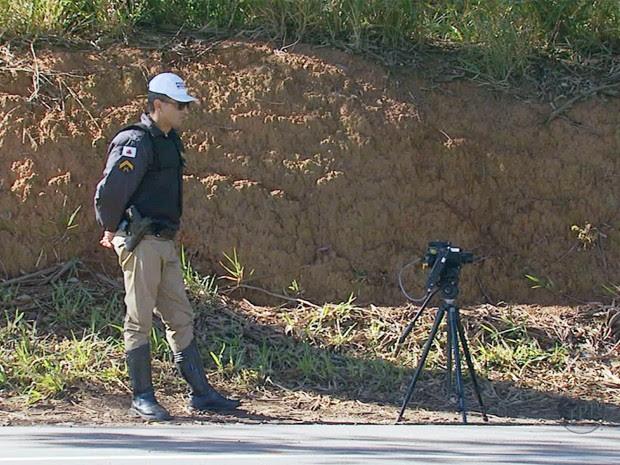 Radar móvel volta a ser utilizado pela polícia no Sul de Minas (Foto: Reprodução EPTV)