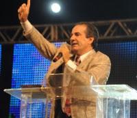 Silas Malafaia anuncia que vendeu um de seus carros no valor de R$200 mil e doou dinheiro para a igreja