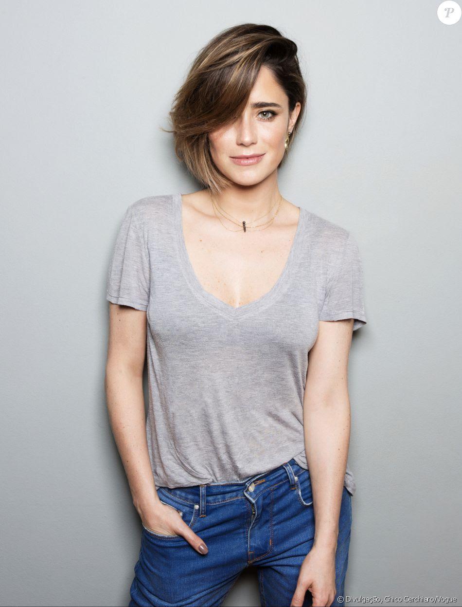 Fernanda Vasconcellos deu adeus aos fios longos e apareceu com um look moderno e cheio de estilo
