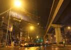 Cẩu tàu Cát Linh - Hà Đông lên đường sắt trên cao trong đêm