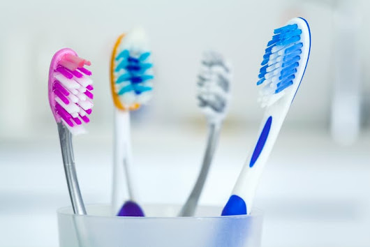 Dental Assistant School Grads: Here Are the 4 Best Brushes Available