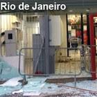 Bancos e lojas amanhecem destruídos  (Renata Soares / G1)