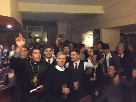 Keiran foi surpreendido quando chegou em um pub onde veria um jogo de Rugby com amigos.
