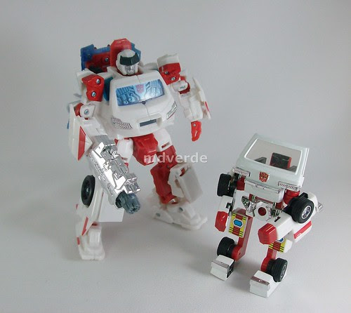 Transformers Ratchet Classic Henkei vs G1 - modo robot