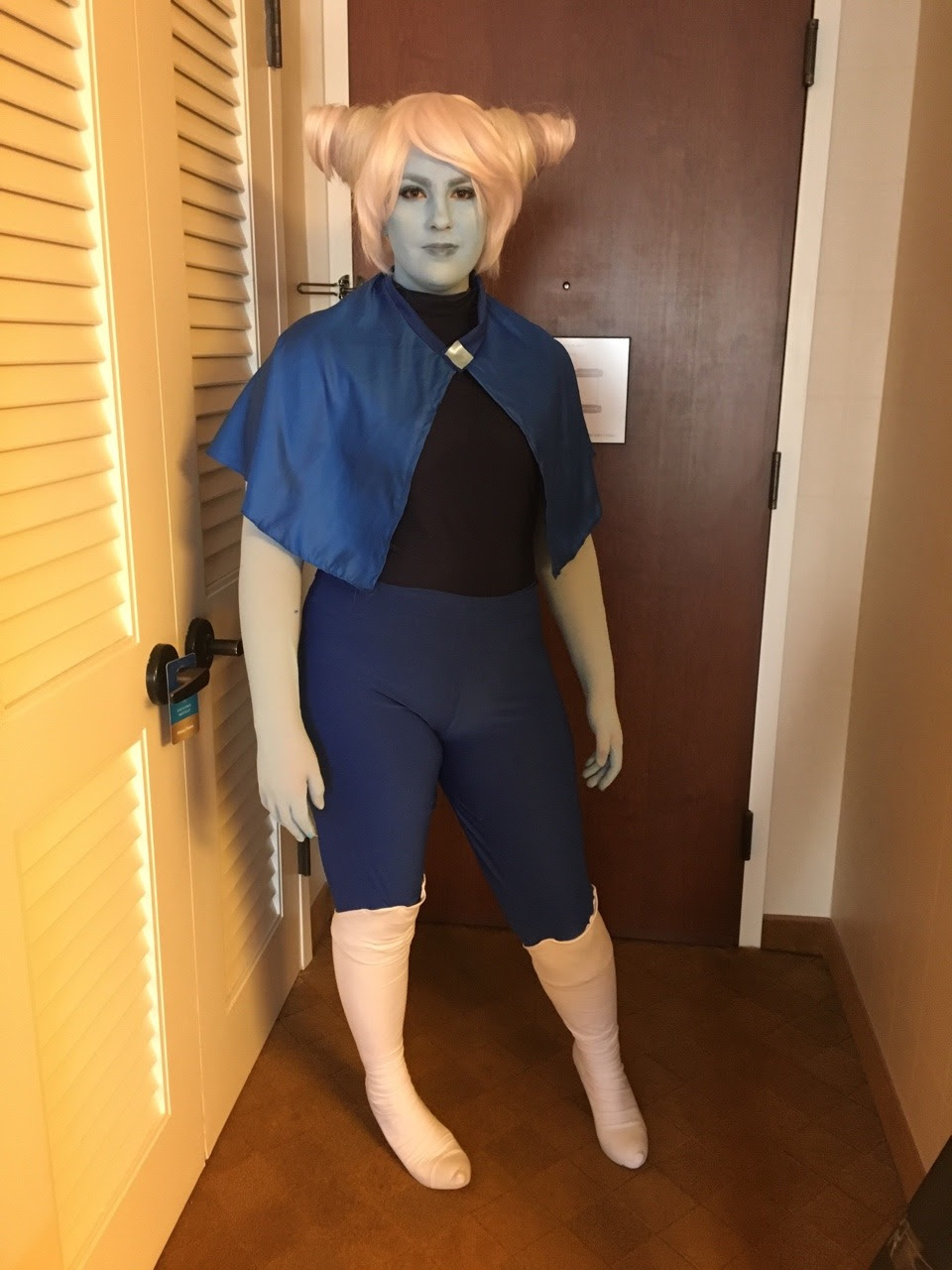 Hung out as holly blue agate at Katsucon today! Let me know if you got any photos of me❤️