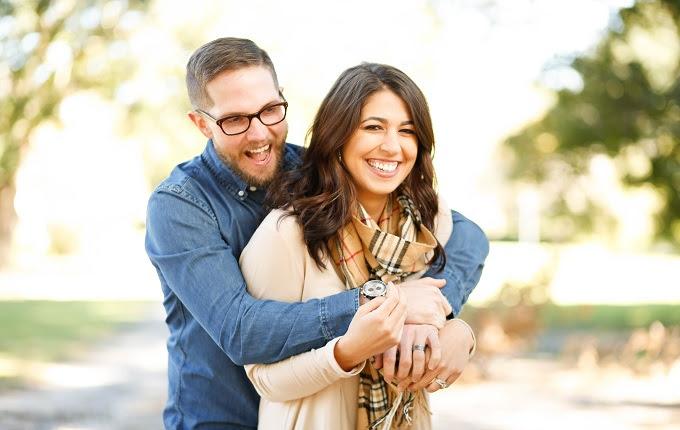 seorang mitra yang ternyata mempunyai pasangan yang jauh lebih muda darinya Nona Muda yang Memilih Laki-laki Dewasa, Antara Harta dan Kepribadian Kita