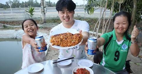 Chàng trai Hàn Quốc nấu bánh Xèo ĐỘC NHẤT VÔ NHỊ🤣🤣