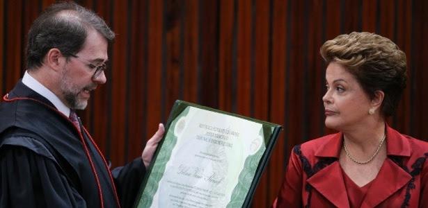 Dilma recebeu o diploma de presidente da República das mãos do presidente do TSE (Tribunal Superior Eleitoral), ministro Dias Toffoli