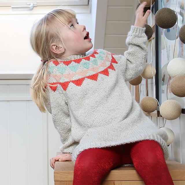 Robe pour enfant tricotée Garland Dress / Vimpelkjole par Anna et Heidi Pickles