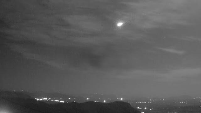 Έγινε η νύχτα μέρα στην Αττική από πτώση μετεώρου – Δείτε το βίντεο