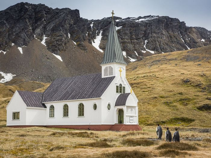 """""""Bien vestidos y listos para ir a la iglesia"""", Carl Henry"""