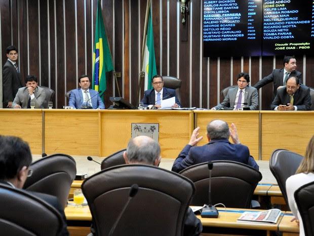 Sessão extraordinária aconteceu nesta terça (24) (Foto: Eduardo Maia)