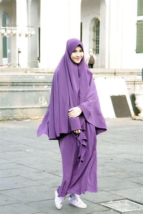 hijab syari bikin zaskia mecca makin cantik dreamcoid