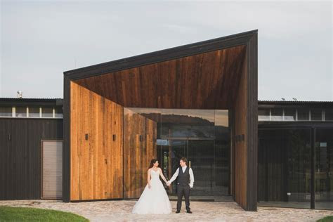 What's the average cost of a wedding venue?