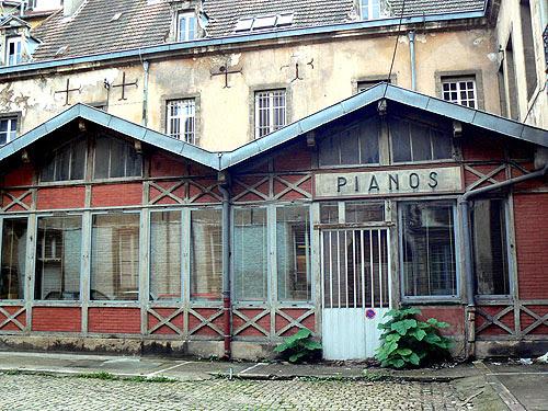 pianos au fond de la cour.jpg