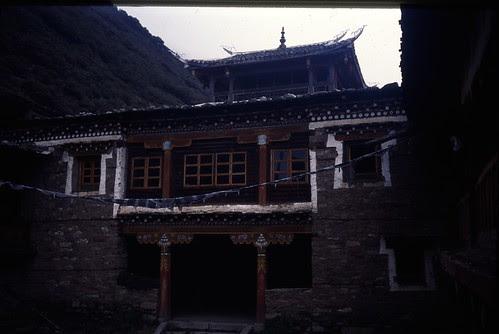 gongga gompa courtyard