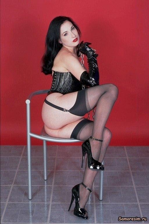 Dita Von Teese Nudes 11