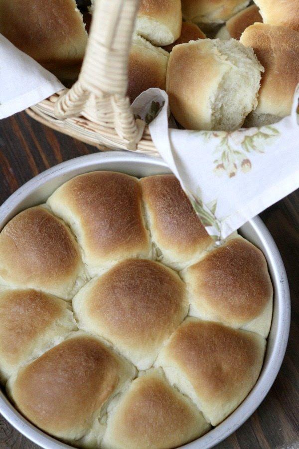 Soft Yeast Rolls - RecipeGirl