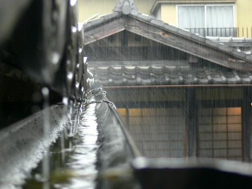 rain in kanazawa by ole_robin