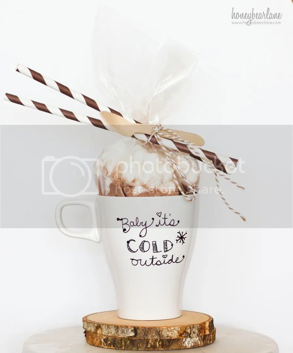 Simple gift for Christmas....hot chocolate in a custom cup from Honey Bear Lane | Friday Christmas Favorites at www.andersonandgrant.com