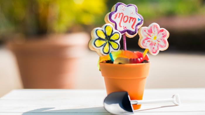 Mother's Day Flower Part ©Disney