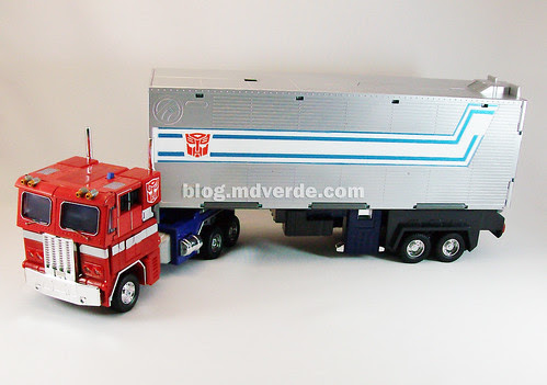 Transformers Optimus Prime Masterpiece MP-4 - modo alterno