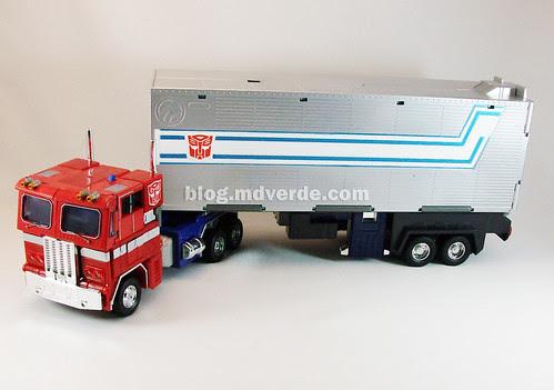 Transformers Optimus Prime Masterpiece MP-4 - modo alterno