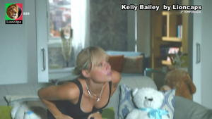 Kelly Bailey sensual em vários momentos