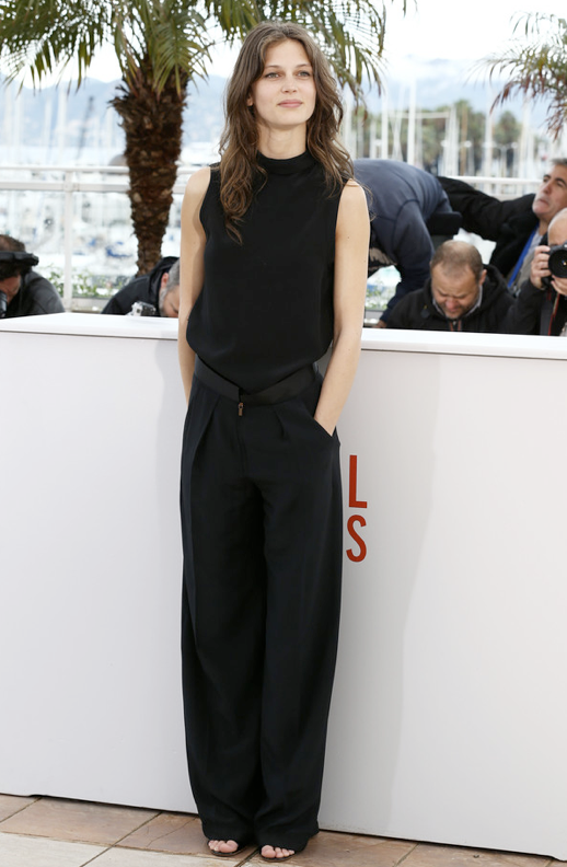 LE FASHION MODEL CRUSH MARINE VACTH BLACK ON BLACK LOOK SLEEVELESS BLACK TOP WIDE LEG BLACK PANTS CANNES FILM FESTIVAL JEUNE JOLIE NATURAL BEAUTY FRECKLES LONG HAIR WAVY MESSY CLASSIC FRENCH STYLE PARISIAN EFFORTLESS NO FUSS 9 photo LEFASHIONMODELCRUSHMARINEVACTHBLACKONBLACKCANNESFILMFESTIVALJEUNEJOLIE9.png