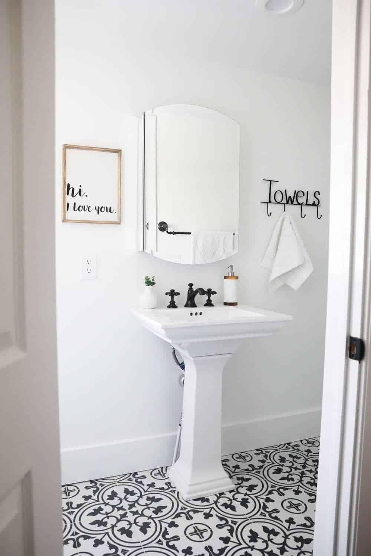 Black and White Bathroom - I Heart Nap Time
