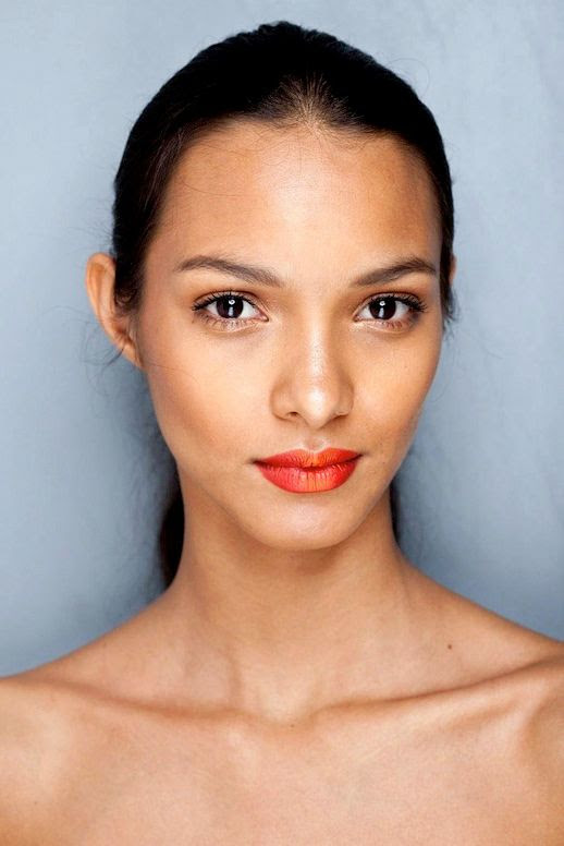 LE FASHION BLOG MODEL CRUSH LAIS RIBEIRO BRAZIL BRAZILIAN MODEL PONYTAIL BRIGHT RED LIPS LIPSTICK BLACK RUNWAY 3 photo LEFASHIONBLOGMODELCRUSHLAISRIBEIRO3.jpg