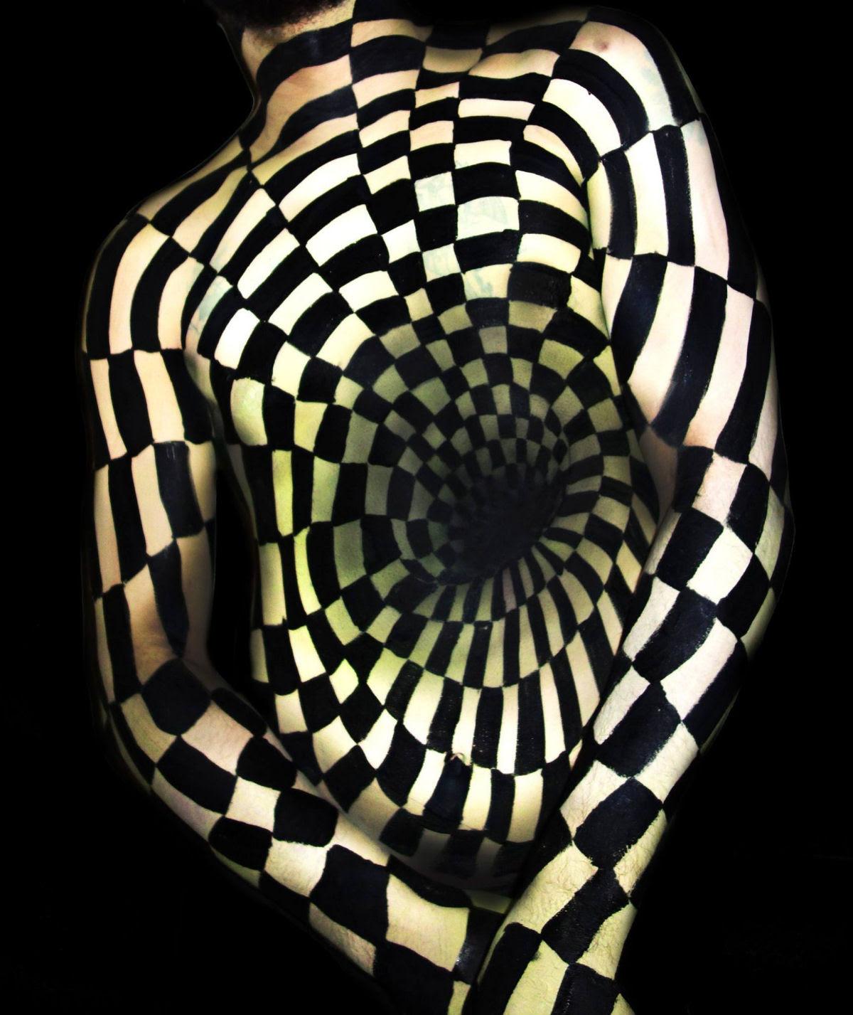 Artista transforma corpos humanos em incompreensíveis ilusões de óptica 02