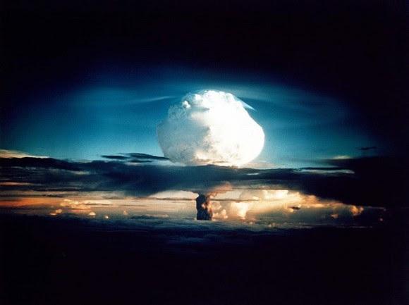 Hydrogen Bomb Blast. Image via Pixabay.