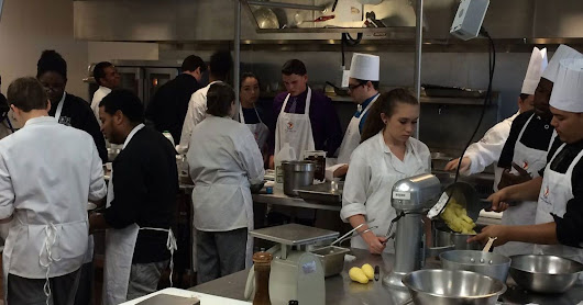 Burger competition benefits Tampa culinary students