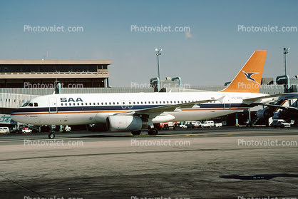 SAA A320 in old livery