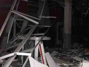 O telespectador Matheus Cesar fotografou o banco destruído (Foto: Matheus Cesar / TEM Você)