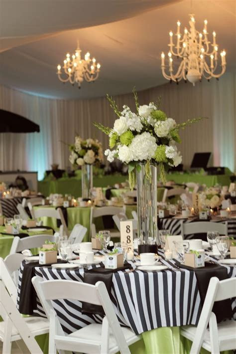 Best 25  White tablecloth ideas on Pinterest   Winter