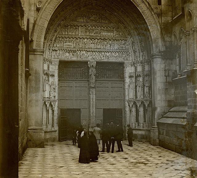 Puerta del Reloj de la Catedral de Toledo en 1915. Fotografía de Luis Calandre Ibáñez