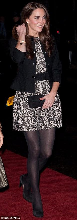 Windy noite: Kate tentou o seu melhor para manter o cabelo escuro no lugar que ela fez seu caminho até o tapete vermelho