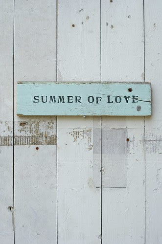 [summer of love] by wood & wool stool