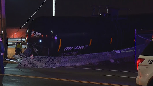 Tank car derails in Providence; Allens Avenue closed